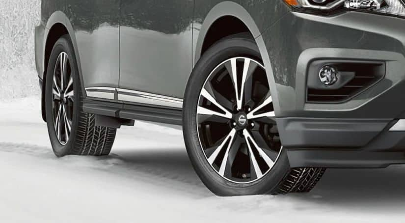 A close up shows the wheels on a grey 2021 Nissan Pathfinder.